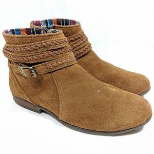Minnietonka Dixon Caramel Suede Ankle Boots